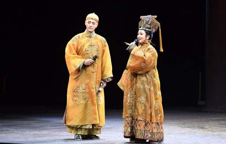 姨阴部小�_视频|上海演后专访郑云龙:《德龄与慈禧》很萌很好看