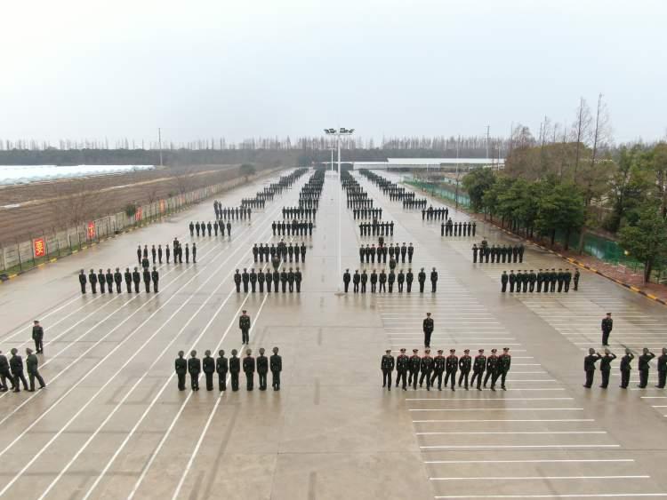 """上海武警3000余""""00后""""新兵通过""""毕业考"""" 减重明星、神枪手脱颖而出"""